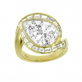 Yellow Gold Pear shape Diamond Ring